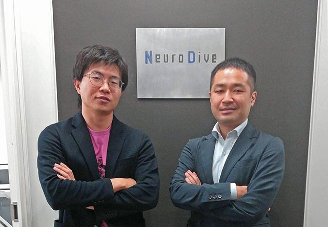 今回お話を伺った、支援員の早川さんとセンター長の吉田さんが、就労移行支援事業所ニューロダイブの看板の前で立っています。
